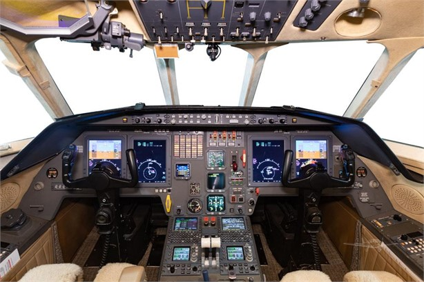 1999  Dassault Falcon 2000 full