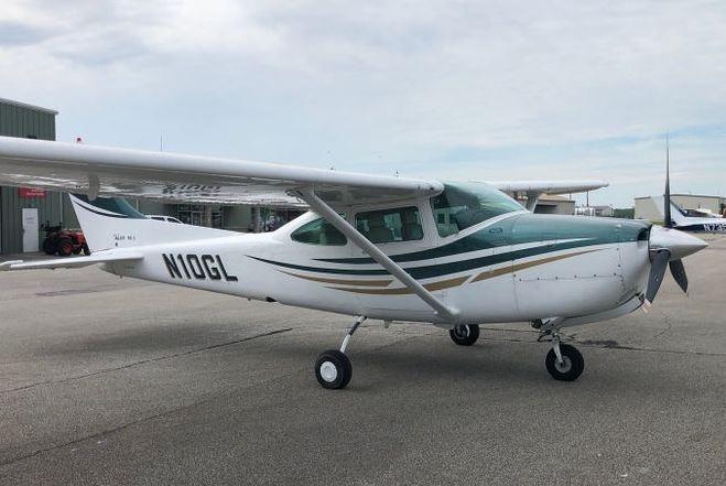 1983  Cessna 182 full