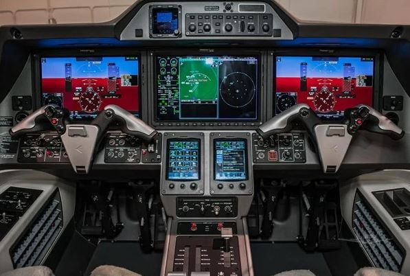 2017  Embraer Phenom full